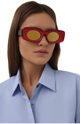 Женские солнцезащитные очки loewe x paula's ibiza LOEWE красного цвета, арт. LW40033I   Фото 2