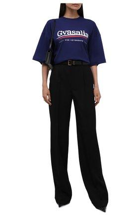 Женская хлопковая футболка VETEMENTS синего цвета, арт. UA52TR220N 1611/W   Фото 2