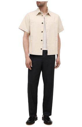 Мужские шерстяные брюки VALENTINO серого цвета, арт. WV3RBG907CF | Фото 2 (Материал внешний: Шерсть; Длина (брюки, джинсы): Стандартные; Случай: Повседневный; Стили: Минимализм)