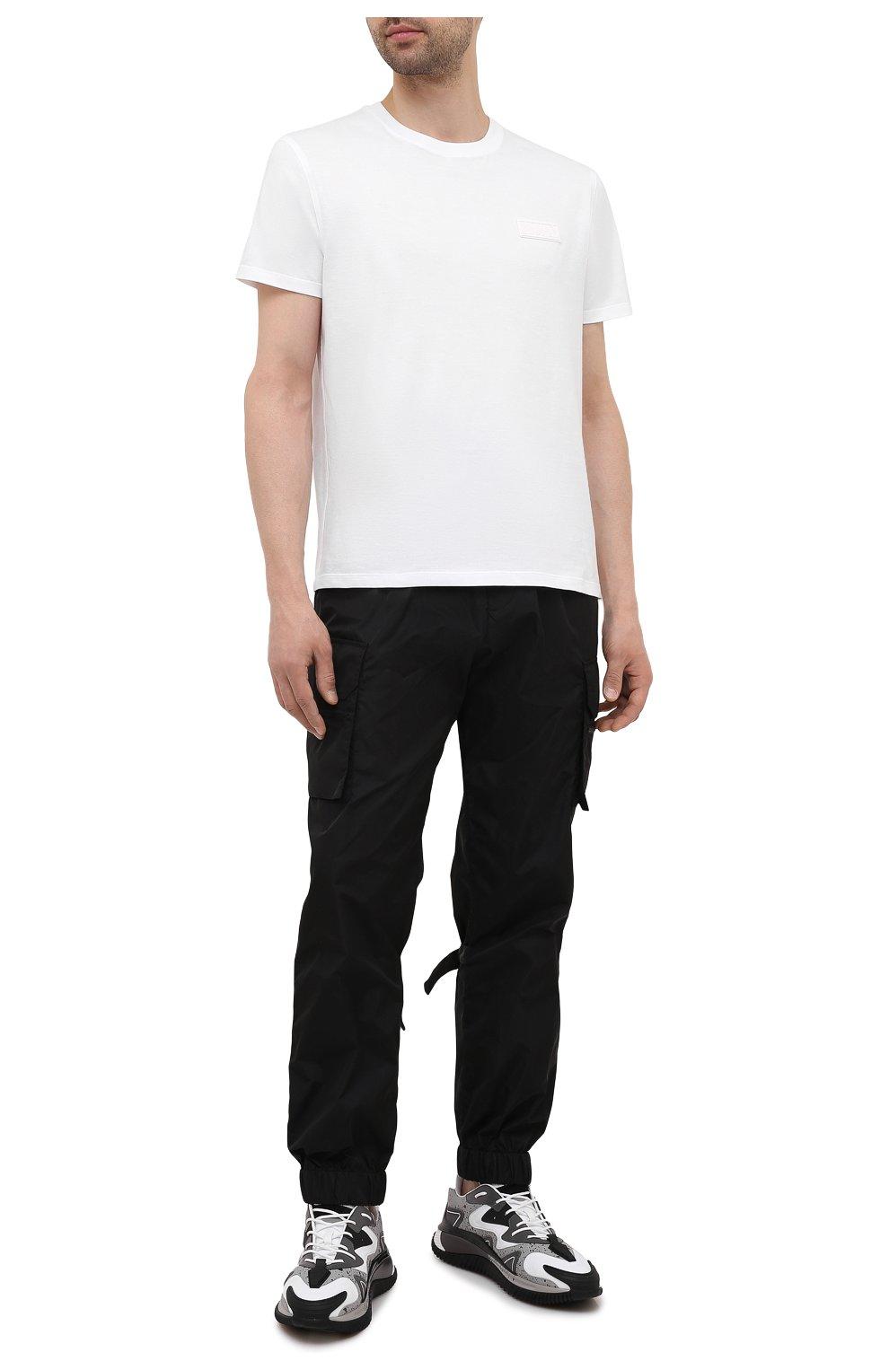 Мужские джоггеры VALENTINO черного цвета, арт. WV3REB216FN | Фото 2 (Длина (брюки, джинсы): Стандартные; Материал внешний: Синтетический материал; Стили: Гранж; Силуэт М (брюки): Джоггеры)