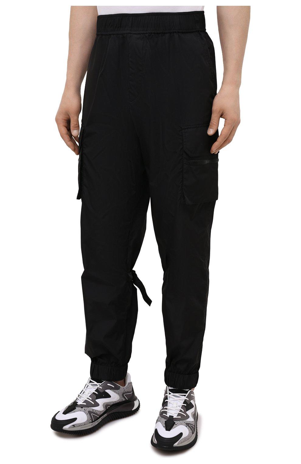 Мужские джоггеры VALENTINO черного цвета, арт. WV3REB216FN | Фото 3 (Длина (брюки, джинсы): Стандартные; Материал внешний: Синтетический материал; Стили: Гранж; Силуэт М (брюки): Джоггеры)