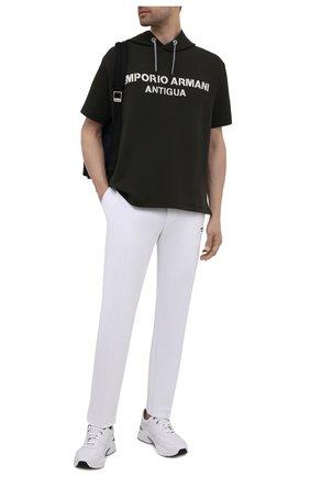 Мужские хлопковые брюки EMPORIO ARMANI белого цвета, арт. 6K1P67/1JHSZ | Фото 2 (Материал внешний: Хлопок; Мужское Кросс-КТ: Брюки-трикотаж; Стили: Спорт-шик; Кросс-КТ: Спорт; Длина (брюки, джинсы): Стандартные)