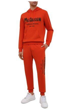 Мужской хлопковое худи ALEXANDER MCQUEEN оранжевого цвета, арт. 665401/QRZ71 | Фото 2 (Материал внешний: Хлопок; Длина (для топов): Стандартные; Рукава: Длинные; Мужское Кросс-КТ: Худи-одежда; Стили: Спорт-шик)