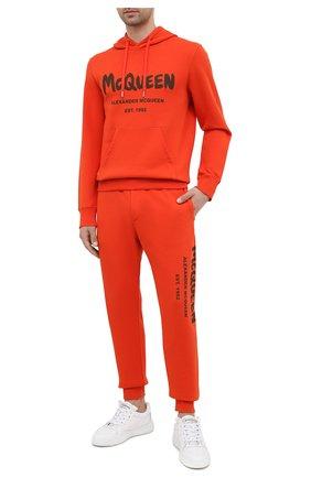 Мужские хлопковые джоггеры ALEXANDER MCQUEEN оранжевого цвета, арт. 662580/QRZ71 | Фото 2 (Длина (брюки, джинсы): Стандартные; Материал внешний: Хлопок; Силуэт М (брюки): Джоггеры; Мужское Кросс-КТ: Брюки-трикотаж; Стили: Спорт-шик; Кросс-КТ: Спорт)