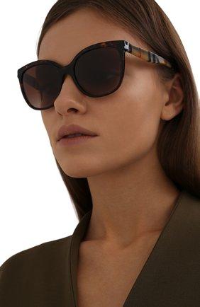 Женские солнцезащитные очки BURBERRY коричневого цвета, арт. 4270-390313   Фото 2 (Тип очков: С/з; Очки форма: Cat-eye)
