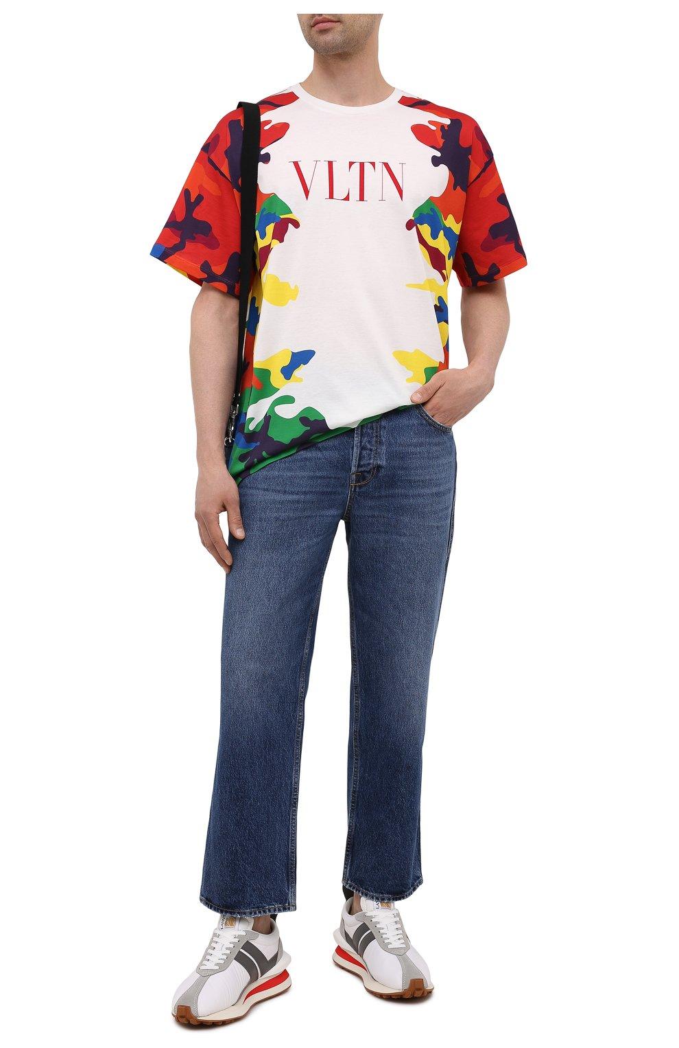 Мужские джинсы VALENTINO синего цвета, арт. WV3DE00Y7L0   Фото 2 (Силуэт М (брюки): Широкие; Длина (брюки, джинсы): Стандартные; Материал внешний: Хлопок; Стили: Кэжуэл)