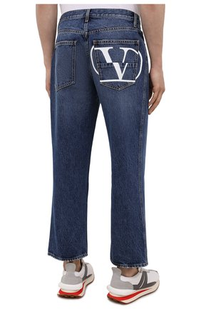 Мужские джинсы VALENTINO синего цвета, арт. WV3DE00Y7L0   Фото 4 (Силуэт М (брюки): Широкие; Длина (брюки, джинсы): Стандартные; Материал внешний: Хлопок; Стили: Кэжуэл)