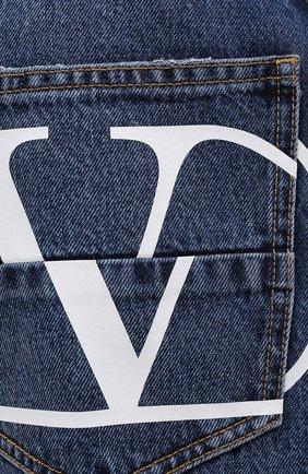 Мужские джинсы VALENTINO синего цвета, арт. WV3DE00Y7L0   Фото 5 (Силуэт М (брюки): Широкие; Длина (брюки, джинсы): Стандартные; Материал внешний: Хлопок; Стили: Кэжуэл)