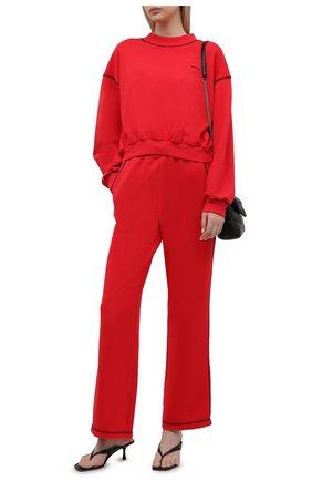 Женские хлопковые брюки REDVALENTINO красного цвета, арт. WR3MD01V/61W | Фото 2 (Длина (брюки, джинсы): Стандартные; Материал внешний: Хлопок; Силуэт Ж (брюки и джинсы): Расклешенные; Кросс-КТ: Трикотаж; Стили: Спорт-шик; Женское Кросс-КТ: Брюки-одежда)