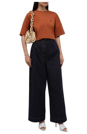 Женская хлопковая футболка LOEWE коричневого цвета, арт. S359333XC9 | Фото 2 (Длина (для топов): Стандартные; Рукава: Короткие; Материал внешний: Хлопок; Стили: Спорт-шик; Принт: Без принта)