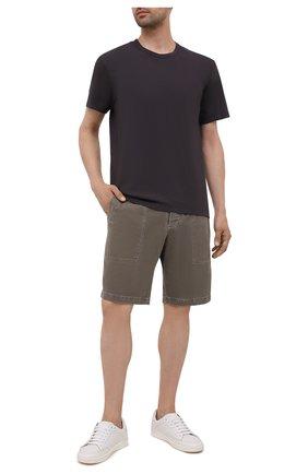 Мужская хлопковая футболка JAMES PERSE темно-серого цвета, арт. MLJ3311 | Фото 2 (Материал внешний: Хлопок; Принт: Без принта; Длина (для топов): Стандартные; Стили: Кэжуэл; Рукава: Короткие)