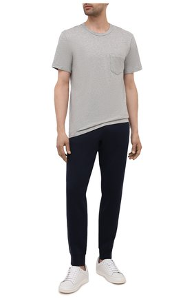 Мужская хлопковая футболка JAMES PERSE серого цвета, арт. MHE3282 | Фото 2 (Принт: Без принта; Рукава: Короткие; Длина (для топов): Стандартные; Материал внешний: Хлопок; Стили: Кэжуэл)