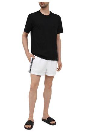 Мужские плавки-шорты CALVIN KLEIN белого цвета, арт. KM0KM00557 | Фото 2 (Материал внешний: Синтетический материал; Принт: Без принта)