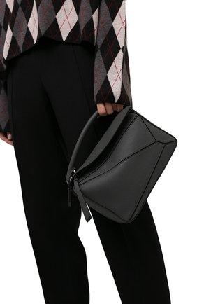 Женская сумка puzzle small LOEWE темно-серого цвета, арт. A510S21X67 | Фото 2 (Материал: Натуральная кожа; Сумки-технические: Сумки top-handle, Сумки через плечо; Ремень/цепочка: На ремешке; Размер: small)