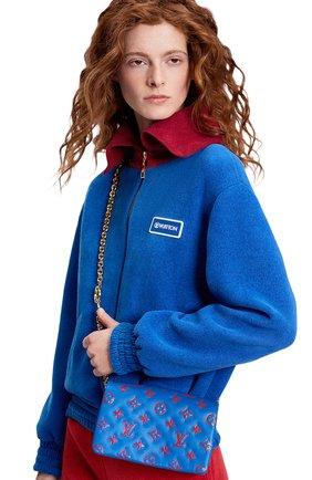 Женский клатч coussin LOUIS VUITTON синего цвета, арт. M80743 | Фото 2