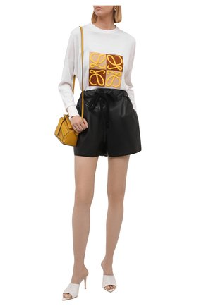 Женский шерстяной пуловер LOEWE белого цвета, арт. S359Y14K18 | Фото 2 (Рукава: Длинные; Материал внешний: Шерсть; Длина (для топов): Стандартные; Женское Кросс-КТ: Пуловер-одежда; Стили: Кэжуэл)