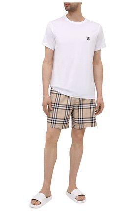 Мужские плавки-шорты BURBERRY бежевого цвета, арт. 8039198 | Фото 2 (Материал внешний: Синтетический материал; Мужское Кросс-КТ: плавки-шорты; Принт: С принтом)
