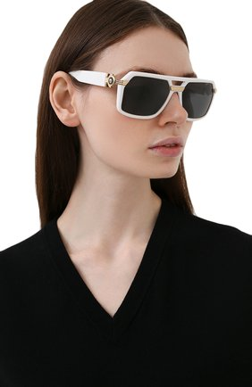 Женские солнцезащитные очки VERSACE белого цвета, арт. 4399-314/87 | Фото 2