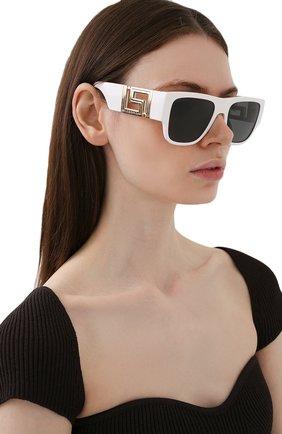 Женские солнцезащитные очки VERSACE белого цвета, арт. 4403-314/87 | Фото 2