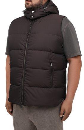 Мужской пуховый жилет fayer-wk MOORER коричневого цвета, арт. FAYER-WK/M0UGI100180-TEPA022/60-68   Фото 3 (Кросс-КТ: Куртка, Пуховик; Материал внешний: Синтетический материал; Материал подклада: Синтетический материал; Длина (верхняя одежда): Короткие; Стили: Кэжуэл)