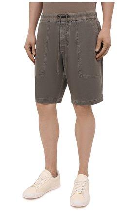 Мужские хлопковые шорты JAMES PERSE хаки цвета, арт. MNW4197 | Фото 3 (Мужское Кросс-КТ: Шорты-одежда; Длина Шорты М: До колена; Принт: Без принта; Материал внешний: Хлопок; Стили: Кэжуэл)