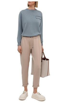 Женские хлопковые брюки BRUNELLO CUCINELLI бежевого цвета, арт. MP827SA399   Фото 2 (Материал внешний: Хлопок; Силуэт Ж (брюки и джинсы): Прямые; Длина (брюки, джинсы): Стандартные, Укороченные; Кросс-КТ: Трикотаж; Женское Кросс-КТ: Брюки-одежда; Стили: Спорт-шик)