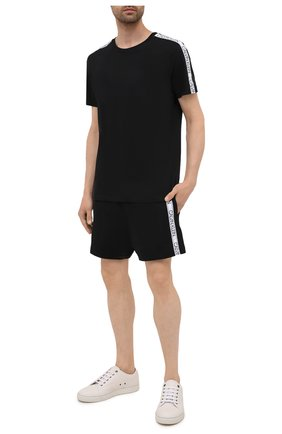 Мужская хлопковая футболка CALVIN KLEIN черного цвета, арт. KM0KM00607   Фото 2 (Материал внешний: Хлопок; Принт: Без принта; Рукава: Короткие; Кросс-КТ: Пляж; Стили: Спорт-шик; Длина (для топов): Стандартные)