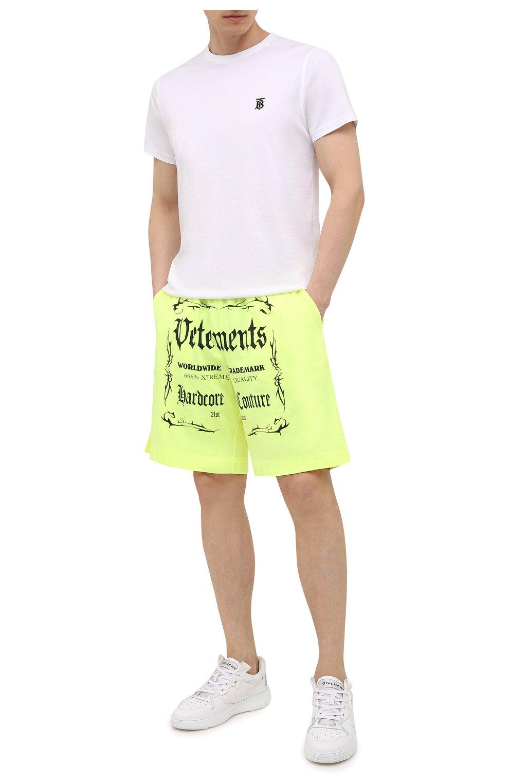 Мужские хлопковые шорты VETEMENTS светло-зеленого цвета, арт. UA52TR400Y 1610/M   Фото 2 (Длина Шорты М: До колена; Кросс-КТ: Трикотаж; Материал внешний: Хлопок; Стили: Спорт-шик)