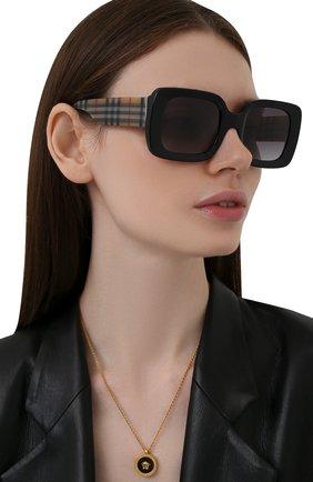 Женские солнцезащитные очки BURBERRY черного цвета, арт. 4327-37578G | Фото 2
