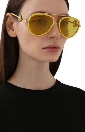 Женские солнцезащитные очки VERSACE желтого цвета, арт. 2232-14736D | Фото 2 (Тип очков: С/з; Оптика Гендер: оптика-унисекс; Очки форма: Авиаторы)