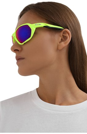 Женские солнцезащитные очки OAKLEY зеленого цвета, арт. 9019-901904 | Фото 2