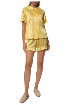 Женская шелковая пижама YOLKE желтого цвета, арт. C0RE-40S-SU-YE | Фото 2 (Материал внешний: Шелк; Длина Ж (юбки, платья, шорты): Мини; Рукава: Короткие; Длина (для топов): Стандартные)