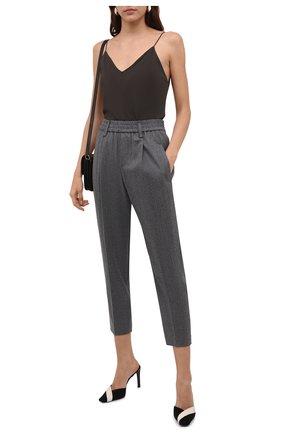 Женские шерстяные брюки BRUNELLO CUCINELLI серого цвета, арт. ME226P7811 | Фото 2 (Материал внешний: Шерсть; Длина (брюки, джинсы): Стандартные; Силуэт Ж (брюки и джинсы): Прямые; Стили: Кэжуэл; Женское Кросс-КТ: Брюки-одежда)
