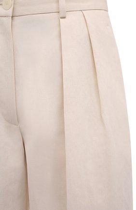 Женские шорты-бермуды из хлопка и льна THE ROW светло-бежевого цвета, арт. 5632W2042 | Фото 5 (Женское Кросс-КТ: Шорты-одежда; Кросс-КТ: Широкие; Материал внешний: Хлопок, Лен; Длина Ж (юбки, платья, шорты): Миди; Стили: Кэжуэл)