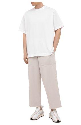 Мужские хлопковые брюки BALENCIAGA кремвого цвета, арт. 657117/TJVN8 | Фото 2 (Материал внешний: Хлопок; Случай: Повседневный; Стили: Минимализм, Спорт-шик; Длина (брюки, джинсы): Укороченные)