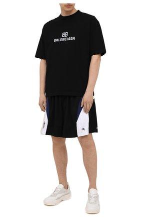 Мужские шорты BALENCIAGA черного цвета, арт. 657106/TKV24 | Фото 2 (Материал внешний: Синтетический материал; Длина Шорты М: До колена; Кросс-КТ: Спорт; Стили: Спорт-шик; Принт: С принтом)