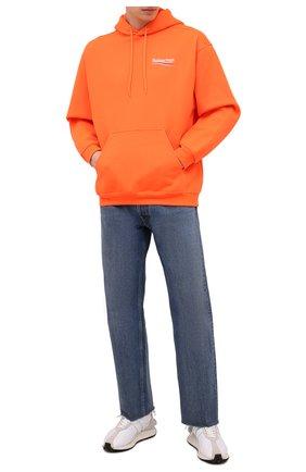 Мужской худи BALENCIAGA оранжевого цвета, арт. 600583/TKVE9 | Фото 2 (Материал внешний: Хлопок, Синтетический материал; Длина (для топов): Стандартные; Стили: Спорт-шик, Гранж; Мужское Кросс-КТ: Худи-одежда; Рукава: Длинные; Принт: С принтом)