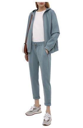 Женские хлопковые брюки BRUNELLO CUCINELLI голубого цвета, арт. MH827SA399 | Фото 2 (Материал внешний: Хлопок; Силуэт Ж (брюки и джинсы): Прямые; Стили: Спорт-шик, Кэжуэл; Женское Кросс-КТ: Брюки-одежда, Брюки-спорт; Длина (брюки, джинсы): Укороченные; Кросс-КТ: Трикотаж)