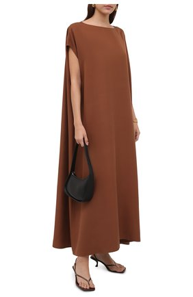 Женское шелковое платье THE ROW коричневого цвета, арт. 5620W2055 | Фото 2 (Материал внешний: Шелк; Длина Ж (юбки, платья, шорты): Миди; Рукава: Короткие; Женское Кросс-КТ: Платье-одежда; Случай: Повседневный; Стили: Кэжуэл)