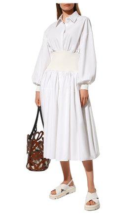 Женское хлопковое платье ALEXANDER MCQUEEN белого цвета, арт. 661546/QAAAY   Фото 2 (Длина Ж (юбки, платья, шорты): Миди; Рукава: Длинные; Материал внешний: Хлопок; Женское Кросс-КТ: Платье-одежда; Случай: Повседневный; Стили: Бохо)
