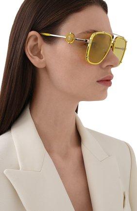 Женские солнцезащитные очки VERSACE желтого цвета, арт. 2233-14736D | Фото 2
