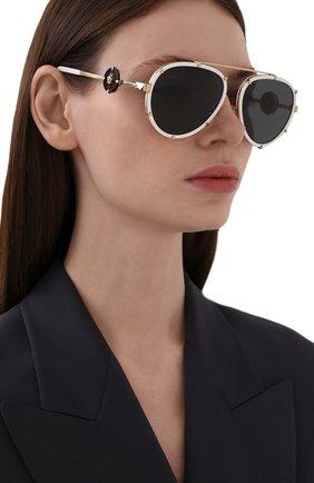 Женские солнцезащитные очки VERSACE белого цвета, арт. 2232-147187 | Фото 2