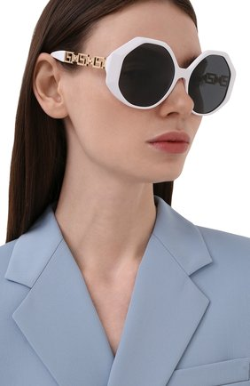 Женские солнцезащитные очки VERSACE белого цвета, арт. 4395-314/87 | Фото 2