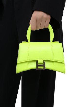 Женская сумка hourglass xs BALENCIAGA зеленого цвета, арт. 592833/15VDY | Фото 2 (Материал: Натуральная кожа; Сумки-технические: Сумки top-handle; Ремень/цепочка: На ремешке; Размер: mini)
