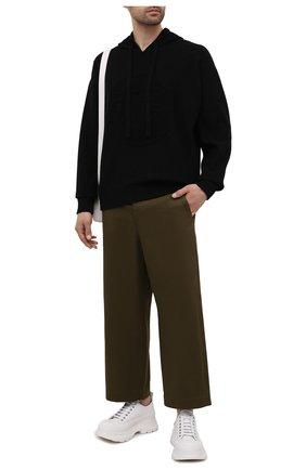 Мужской худи из шерсти и кашемира VERSACE черного цвета, арт. A87203/A235893 | Фото 2 (Материал внешний: Шерсть, Кашемир; Мужское Кросс-КТ: Худи-одежда; Стили: Кэжуэл; Рукава: Длинные; Длина (для топов): Стандартные; Принт: С принтом)