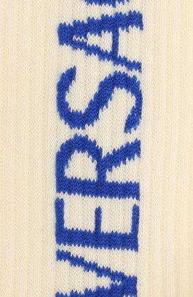 Мужские хлопковые носки VERSACE белого цвета, арт. 1001541/1A01191 | Фото 2 (Материал внешний: Хлопок; Кросс-КТ: бельё)