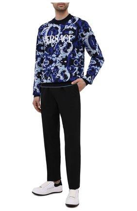 Мужские шерстяные брюки VERSACE черного цвета, арт. 1001015/1A00899 | Фото 2 (Длина (брюки, джинсы): Стандартные; Материал внешний: Шерсть; Случай: Повседневный; Стили: Кэжуэл)