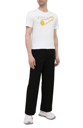 Мужская хлопковая футболка VERSACE белого цвета, арт. 1001295/1A00932 | Фото 2 (Материал внешний: Хлопок; Длина (для топов): Стандартные; Рукава: Короткие; Стили: Кэжуэл; Принт: С принтом)