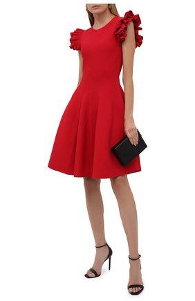 Женское платье из вискозы ALEXANDER MCQUEEN красного цвета, арт. 667827/Q1AVM   Фото 2 (Материал внешний: Синтетический материал, Вискоза; Случай: Формальный; Кросс-КТ: Трикотаж; Женское Кросс-КТ: Платье-одежда, платье-футляр; Длина Ж (юбки, платья, шорты): До колена; Рукава: Короткие; Стили: Гламурный)