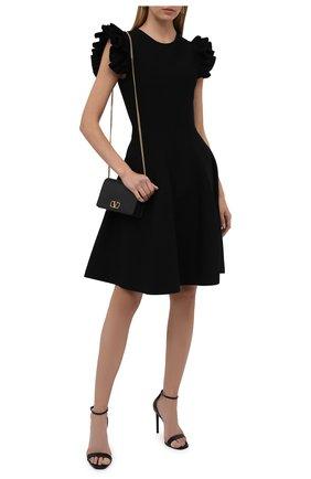 Женское платье из вискозы ALEXANDER MCQUEEN черного цвета, арт. 667827/Q1AVM   Фото 2 (Материал внешний: Синтетический материал, Вискоза; Случай: Формальный; Женское Кросс-КТ: Платье-одежда, платье-футляр; Кросс-КТ: Трикотаж; Длина Ж (юбки, платья, шорты): До колена; Рукава: Короткие; Стили: Гламурный)